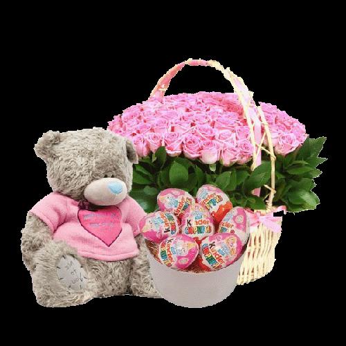 розовые розы, сладости и мишка